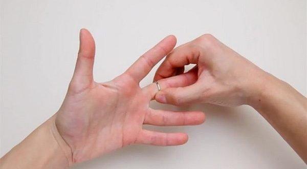 Как снять с пальца застрявшее кольцо? На это уйдет всего 30 секунд!