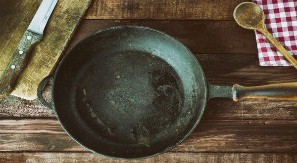 Как легко очистить сковороду от нагара, чтобы она сверкала! Работает безотказно!