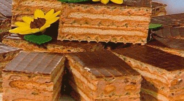 Торт из печенья и вафель без выпечки