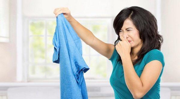 Как избавить одежду от неприятного запаха